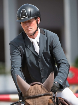 Guy Williams claims the CSI 3* Grand Prix of Vilamoura
