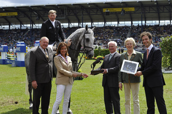 BEVERLEY WIDDOWSON NAMED AS FEI OWNER OF THE YEAR 2011