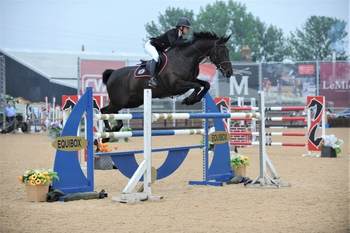 Bex Mason wins the Equitop Myoplast Senior Foxhunter Second Round at Weston Lawns