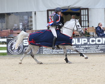Sinead Cox takes the Pony Discovery Championship title