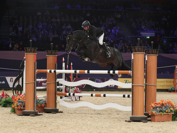 John Whitaker wins NAEC Stoneleigh Stakes at HOYS