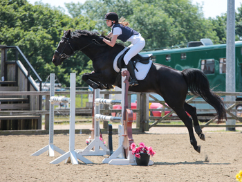 Katherine Wright wins the Horseware Bronze League Qualifier at Crofton Manor Equestrian Centre