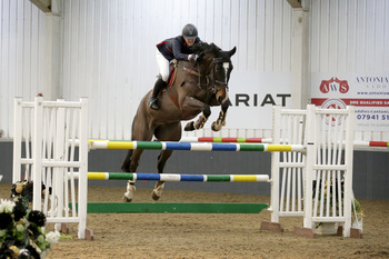 Lauren Edwards Secures SEIB Winter Novice Qualifier Win at The College Equestrian Centre, Keysoe