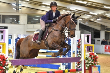 Lucy Carver claims the SEIB Winter Novice Qualifier win at Arena UK