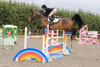 Michelle Warnock lands the Nupafeed Supplements Senior Discovery Second Round at The Cabin Equestrian Centre
