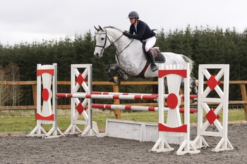 Mischa Irving claims the SEIB Winter Novice Qualifier at The Cabin Equestrian Centre
