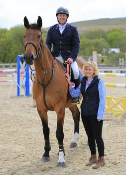Ryan Rawlings wins the Nupafeed Supplements Senior Discovery Second Round at Beacons Equestrian Centre