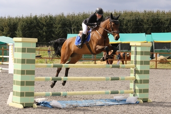 Saffron Hadfield- Baird wins NAF Five Star Bronze League Qualifier win at the Cabin Equestrian Centre